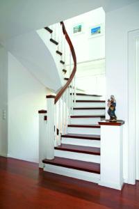 Stufen auf Beton zweifarbig