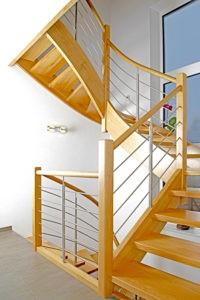 Holzwangen-Treppe 2x 1/4 Wendlung
