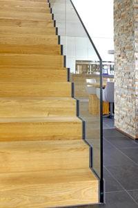 Faltwerk-Treppe mit Ganzglas-Gländer 1