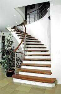 Stufen auf Beton mit Abstand+Edelstahl-Geländer