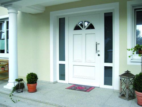 Haustür weiß mit zwei Seitenelemente