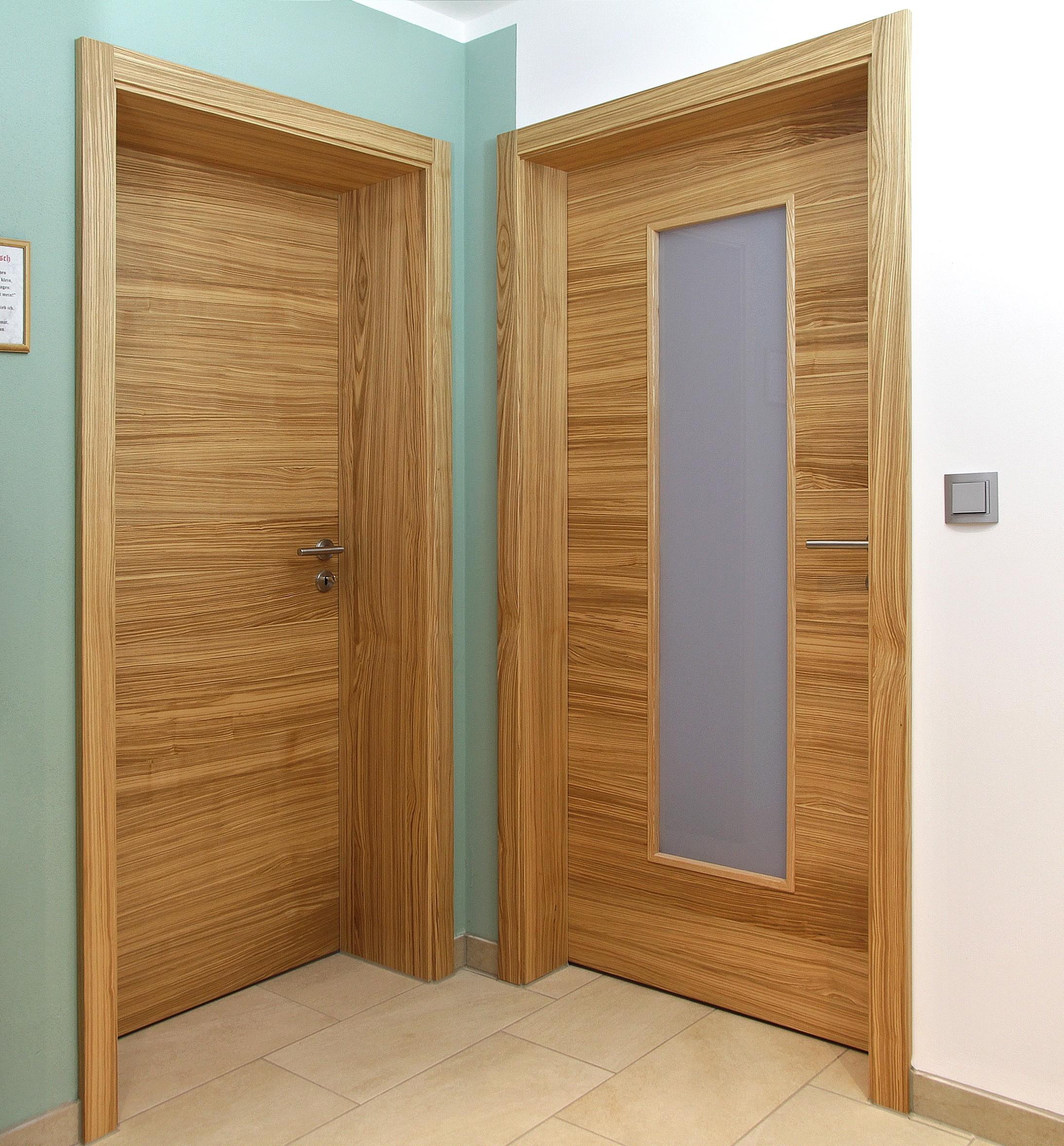 Türen in Ecke